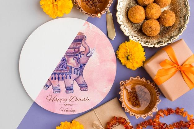 Mock-up diwali hindu festival de comida e presentes