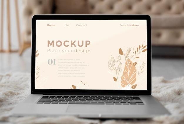 Mock up laptop no quarto