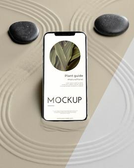 Mock-up smartphone em composição de areia