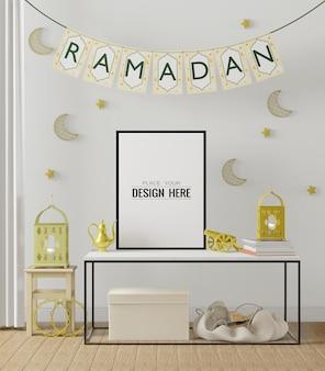 Mockup com moldura de pôster e sala de estar com decoração de ramadã interna