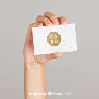 Mockup conceito de mão e cartão de visita