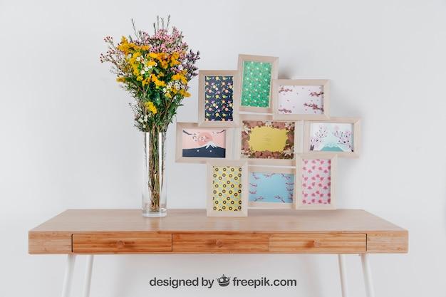 Mockup da primavera com conjunto de quadros e vaso de flores sobre a mesa