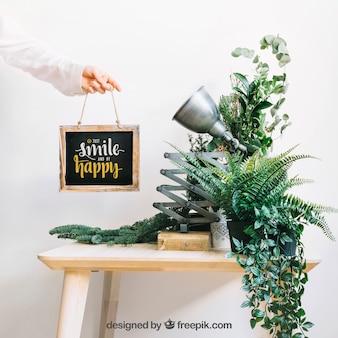 Mockup de ardósia com plantas na mesa