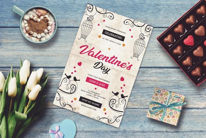Mockup de convite com design valentine
