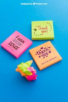 Mockup de notas adesivas coloridas