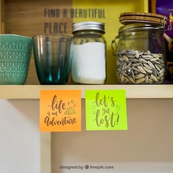Mockup de notas pegajosas na cozinha