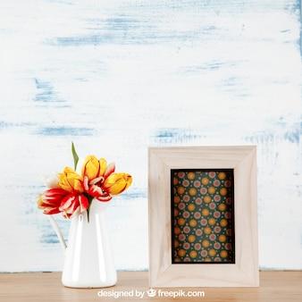 Mockup de primavera com moldura e vaso branco de flores