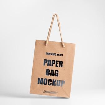 Mockup de saco de papel marrom. vista frontal сraft package