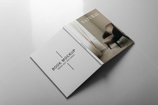 Mockup de vistas de frente, costas e coluna do livro.