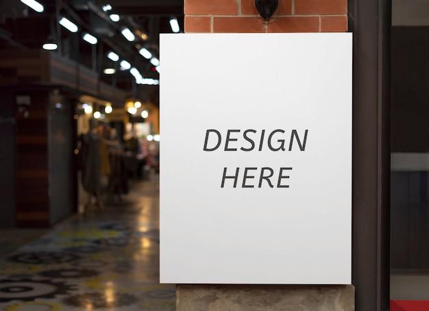 Mockup design aqui assinar fora de um restaurante, loja, escritório ou outro