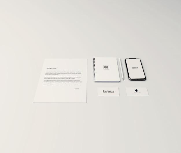 Mockup mínimo de papelaria com telefone celular