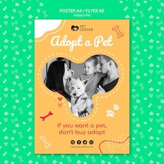 Modelo com adotar um design de cartaz para animais de estimação