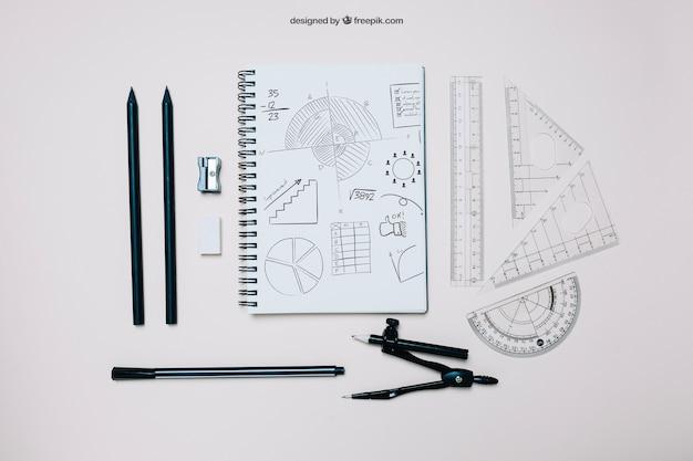 Modelo criativo de volta para a escola com caderno
