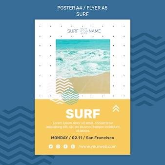 Modelo de anúncio de surf em panfleto