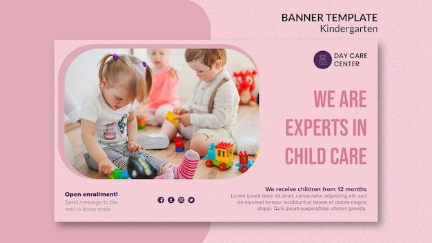 Modelo de banner de especialistas em jardim de infância de cuidados infantis