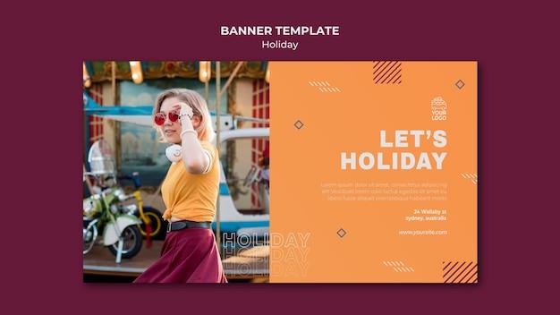 Modelo de banner de feriado para mulher à luz do dia