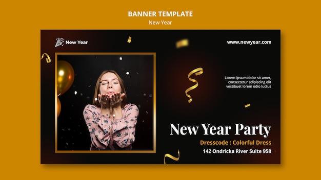 Modelo de banner horizontal para festa de ano novo com mulher e confetes