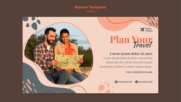 Modelo de banner horizontal para mochila viajando com casal