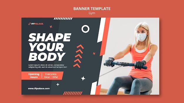 Modelo de banner horizontal para treino de ginástica com mulher usando máscara médica