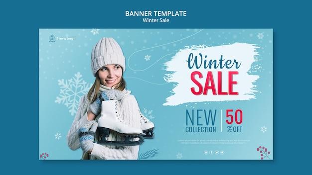 Modelo de banner para venda de inverno com mulher e flocos de neve