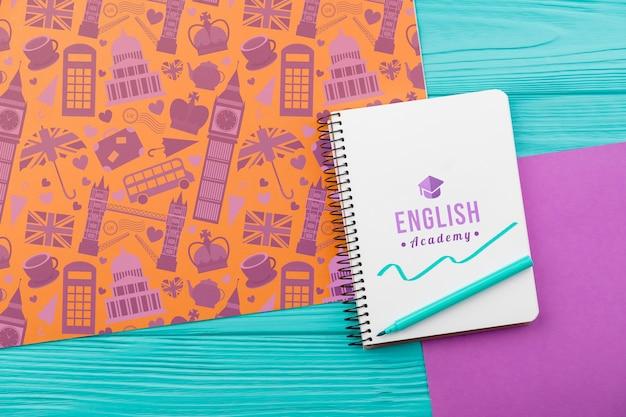 Modelo de caderno da academia de inglês