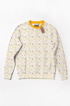 Modelo de camisa colorida linda