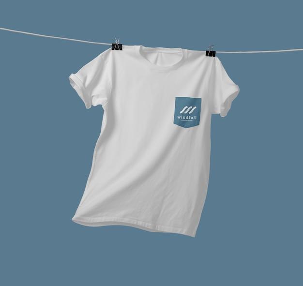 Modelo de camiseta de bolso