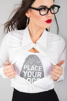 Modelo de camiseta feminina