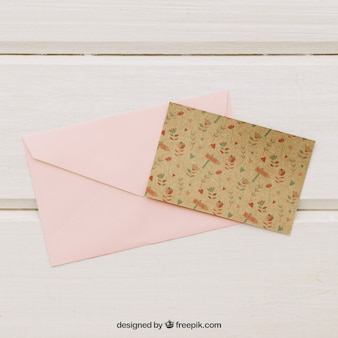 Modelo de cartão de casamento com envelope rosa