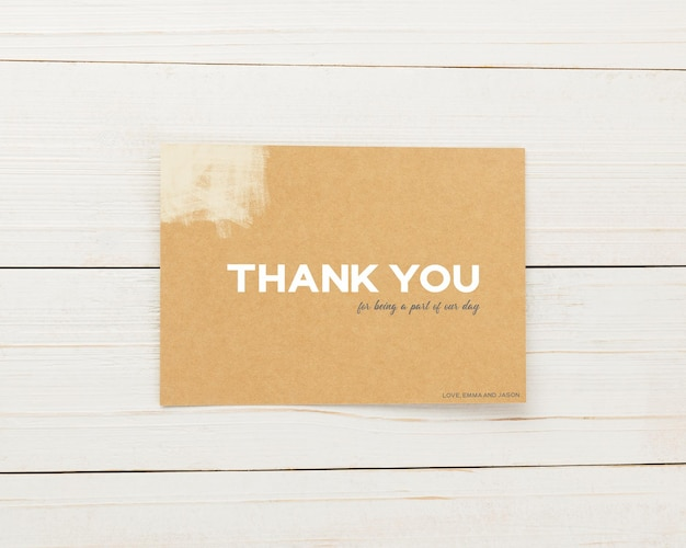 Modelo de cartão de convite, modelo de cartão de agradecimento, modelo de papelaria minimalista 5 x 7 mock-up.