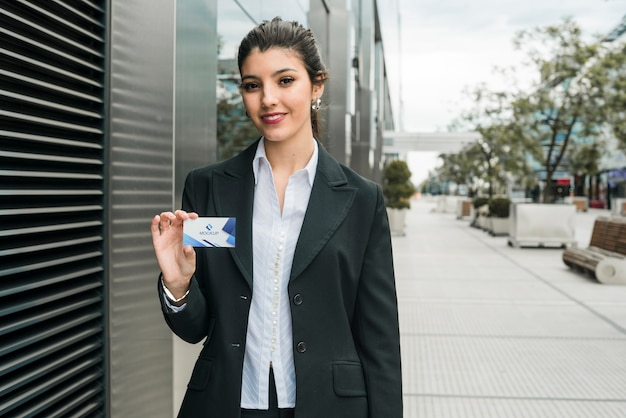 Modelo de cartão de visita de exploração de mulher de negócios