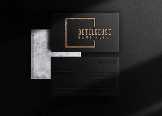 Modelo de cartão de visita de luxo com logotipo em relevo dourado