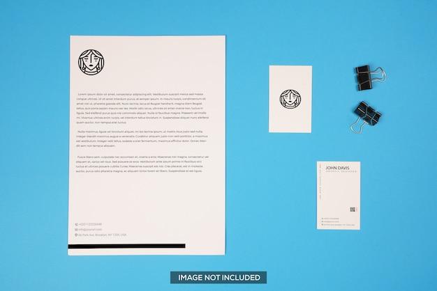 Modelo de cartão de visita e papel timbrado em azul