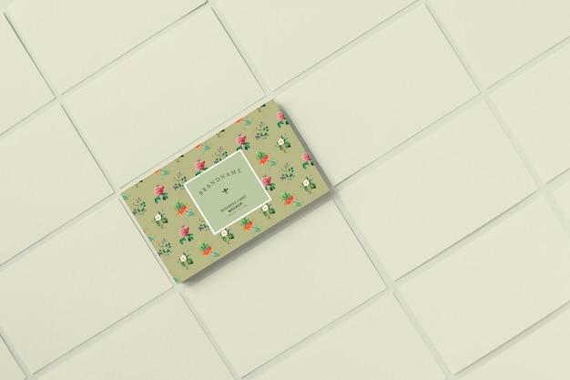 Modelo de cartão de visita floral maquete