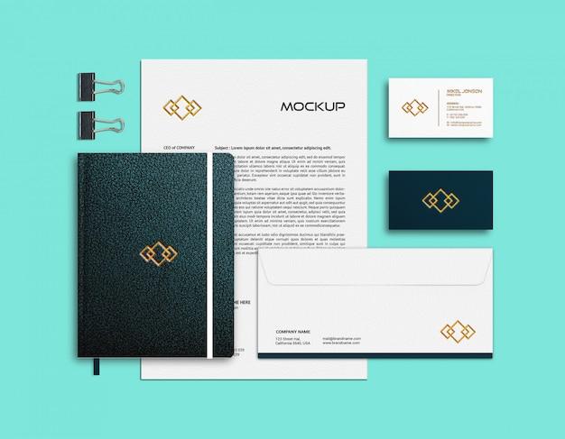 Modelo de cartão de visita, papel timbrado e notebook