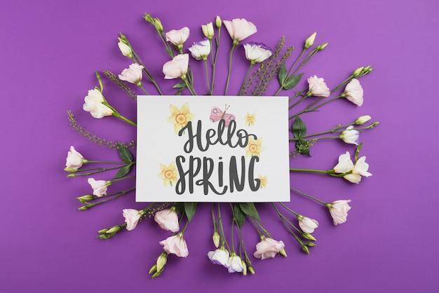 Modelo de cartão para primavera com flores