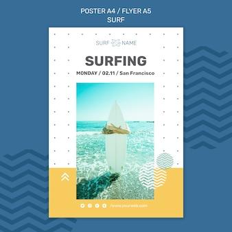 Modelo de cartaz de anúncio de surfe