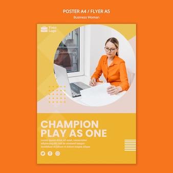 Modelo de cartaz de conceito de mulher de negócios