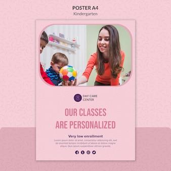Modelo de cartaz de jardim de infância de aulas personalizadas