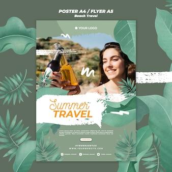 Modelo de cartaz de viagens de mulheres com cerveja verão