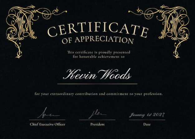 Modelo de certificado ornamental de luxo psd em preto e dourado