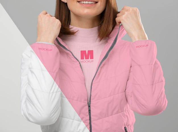 Modelo de close-up vestindo roupas quentes