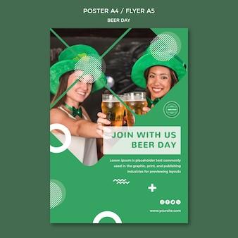 Modelo de conceito de cartaz de dia de cerveja