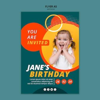 Modelo de conceito de panfleto feliz aniversário