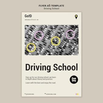 Modelo de design de folheto de escola de direção