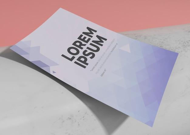 Modelo de design de folheto de maquete de close-up
