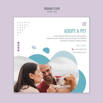 Modelo de folheto com conceito de adoção de animais de estimação