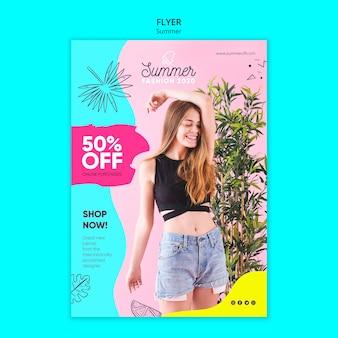 Modelo de folheto com conceito de venda de verão
