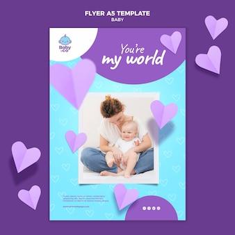 Modelo de folheto com foto de bebê