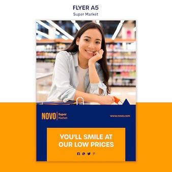 Modelo de folheto de conceito de supermercado